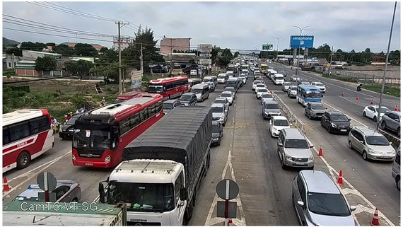 Traffic jam regularly occurs in Highway 51, Ba Ria-Vung Tau province (Photo: SGGP)