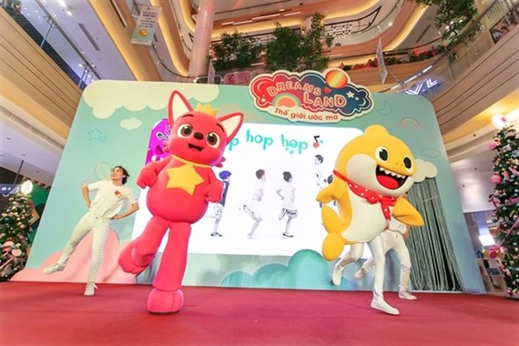 The beloved Dou-PinkFong and Baby Shark are coming to HCM City, offering local children a chance to sing and dance with the popular characters. (Photo courtesy of organiser)
