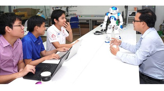 Students are learning in an AI lab of HCMC University of Science. (Photo: SGGP).
