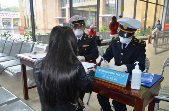 Chinese travellers entering Vietnam required to complete health declaration form