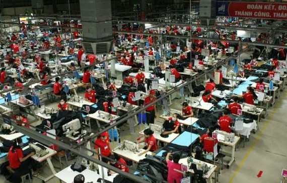 Firms find it significant to improve labour productivity to enhance competitiveness in Industry 4.0 (Photo: VNA)