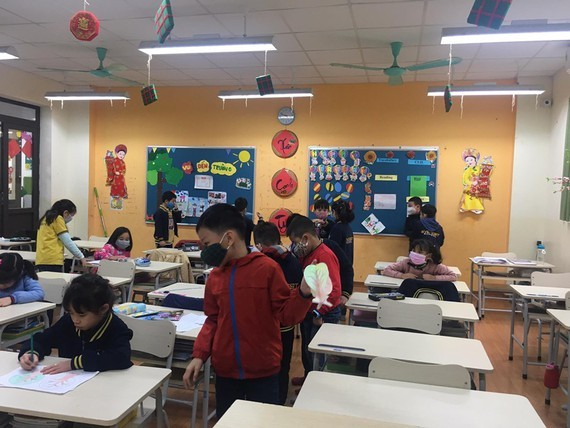 Students wear face masks in classroom (Photo: SGGP)