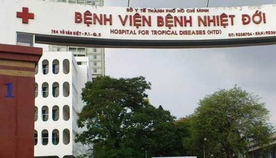 The man is being treated in the Tropical Disease  Hospital's isolated section (Photo: SGGP)
