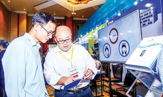 Introducing a piece of security software at a national conference on cyber safety. (Photo: VNA)