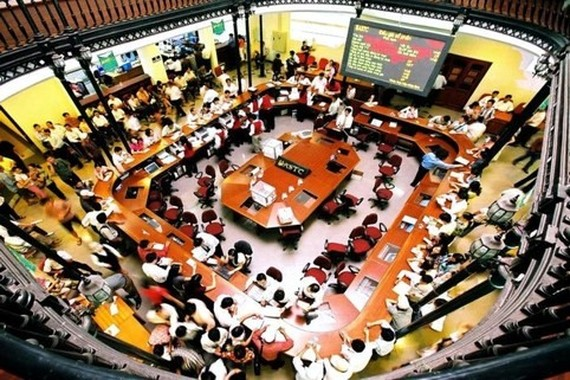 Inside the Ho Chi Minh Stock Exchange (HoSE) during a trading day. The benchmark VN-Index on HoSE has totalled a three-day decline of 1.1 per cent. — VNA/VNS Photo