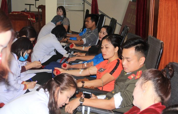 Young people, state-run employees donate 275 blood units in Ha Tinh Province