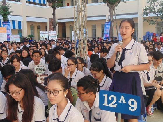 170,000 twelfth graders receive free cloth face masks at schools