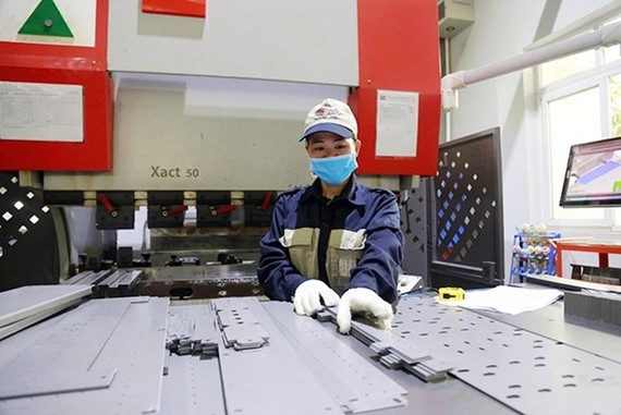 Components being produced at A Chau Industrial Technology JSC in the city's Quat Dong IC . (Photo: nhandan.com.vn)
