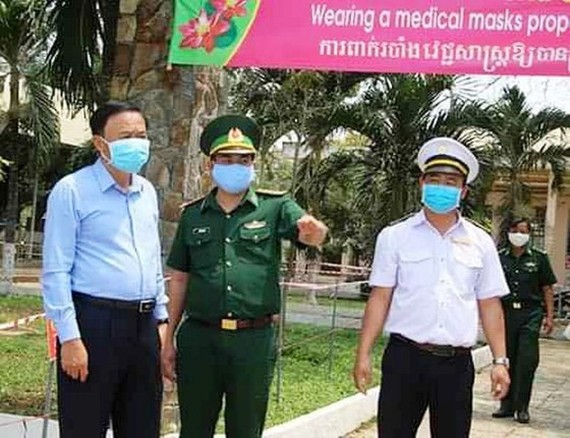 A leader of Dong Thap checks prevention task in the province (Photo: SGGP)