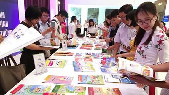Teachers in HCMC are evaluating new textbook packs. (Photo: SGGP)