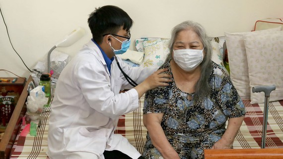 Doctors in HCMC provide at home –medical checkups