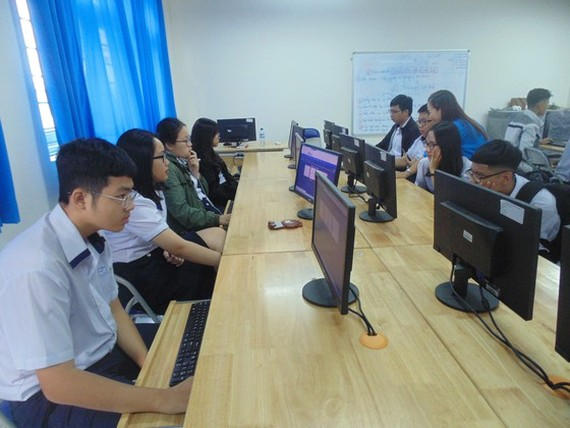 Students' foreign language ability examined online in HCMC