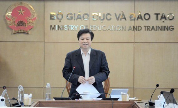 Deputy Education Minister Nguyen Huu Do speaks at the online conference (Photo: SGGP)