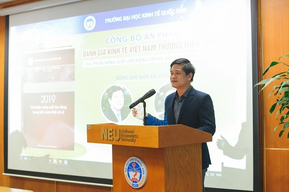 Professor To Trung Thanh at the launch of the publication (Photo: SGGP)