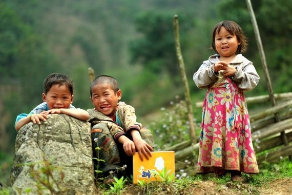 Ethnic minority children in Bat Xat District, the northern mountainous province of Leo Cai. Child malnutrition remains a major problem in Vietnam, especially among ethnic minority communities in remote areas. — VNS Photo
