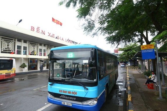 A bus at Gia Lam Coach Station in Hanoi on April 23 (Photo: VNA)
