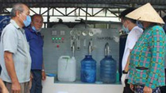 Freshwater filter system formally launched in Ben Tre Province