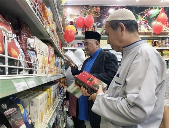 Customers shop at a Halal-certified store in HCM City. VNA/VNS