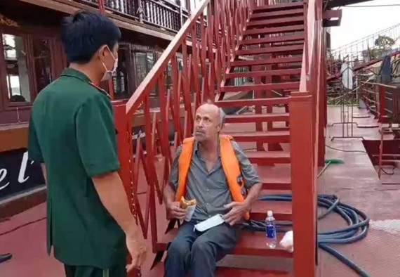 The 60-year-old victim was found stranded near Khanh Hoi seaport. (Photo: VNA)