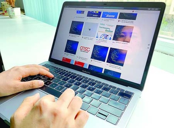 It is easy to find ICT products or solutions in this ICT e-marketplace. (Photo: SGGP)