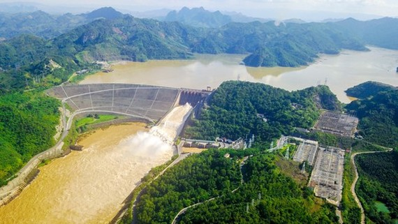 Hoa Binh hydropower plant expansion project to start to raise national power