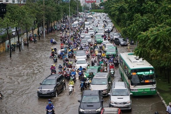 HCMC to roll out mechanisms to attract investment in anti-flooding projects