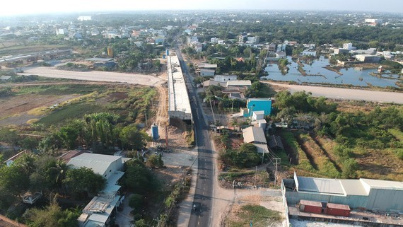 The National Highway No. 50 expansion project through Binh Chanh District is one of the city's major project (Photo: SGGP)