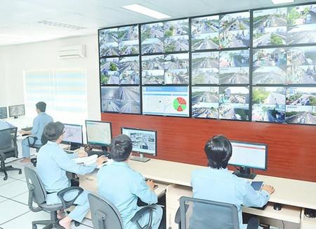 Traffic monitoring via traffic information portals at the Management Center for Saigon Tunnel. (Photo: SGGP)