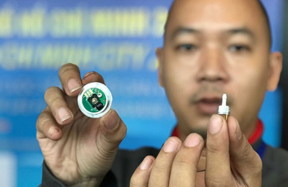 Pressure sensor equipment to calculate water levels – a product of the IC industry in HCMC (Photo: SGGP)