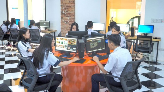 Students of Tran Dai Nghia High School in District 1 are learning in well-equiped room (Photo: SGGP)