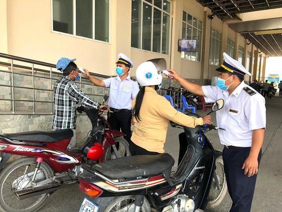 Border guards are measuring people's temperature (Photo: SGGP)