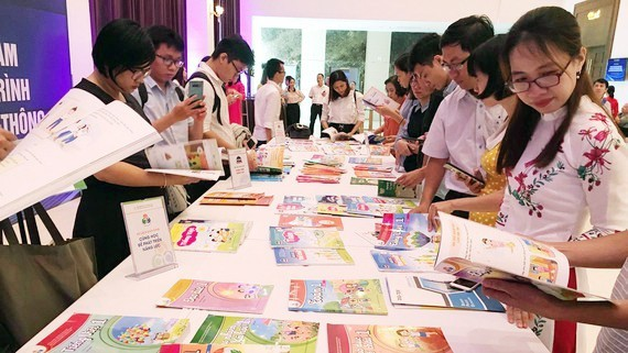 HCMC publicizes new textbooks for academic year 2020-2021