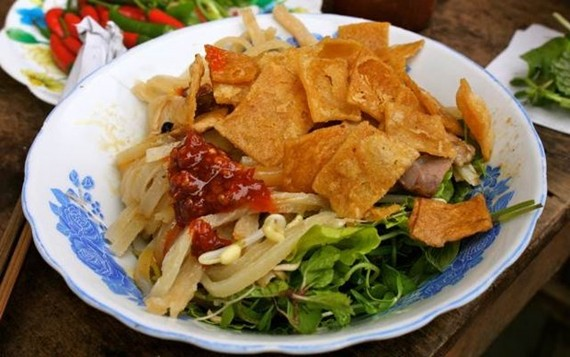 """""""Cao lau"""" rice noodles are a speciality of Hoi An ancient town in central Vietnam. (Photo: VNA)"""