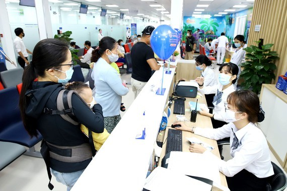 Residents in Ho Chi Minh City rush to medical centers for vaccination against diphtheria on July 9 (Photo: SGGP)