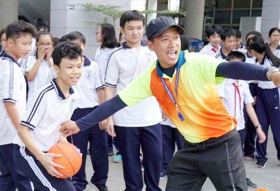 Students of Tran Dai Nghia High School for gifted students in Ho Chi Minh City in a sport class (Photo: SGGP)