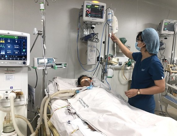 A tetanus patient is being treated in the hospital (Photo: SGGP)