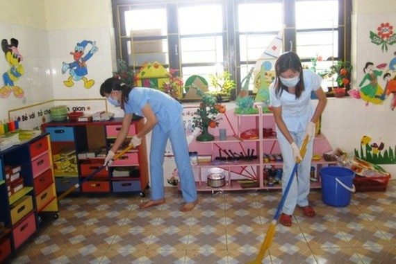 The Ministry of Health requires to provide schools with enough soaps and chemicals to clean classrooms and toys (Photo: SGGP)