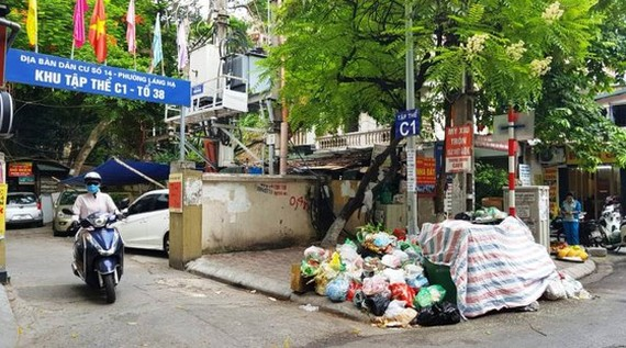 Hanoi polluted with pile of garbage
