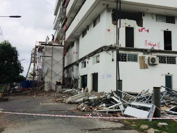 Thu Duc District forces people to removes illegal construction (Photo: SGGP)