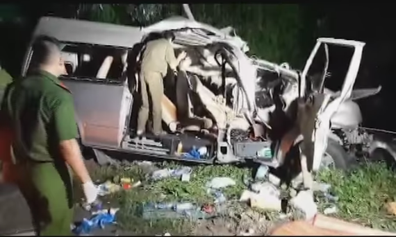 The scene of the accident which left eight people dead and seven others injured in Binh Thuan Province (Photo: SGGP)