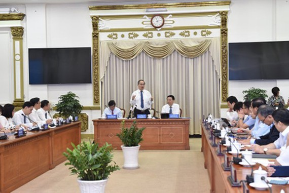 Secretary of HCMC Party Committee Nguyen Thien Nhan delivered his speed in the event. (Photo: SGGP)