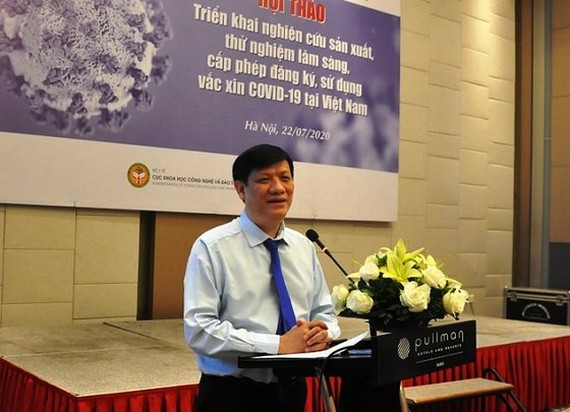 Acting Health Minister Nguyen Thanh Long speaks at the meeting (Photo: SGGP)