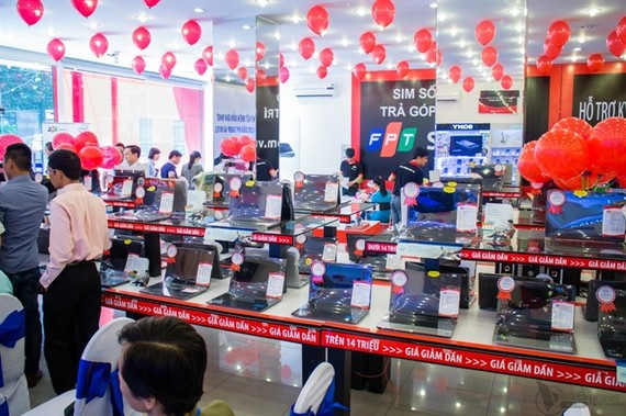 An FPT Shop store. The retail sector is forecast to record modest gains in total revenue this year. — Photo vnreview.vn
