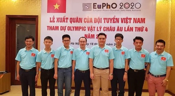 Vietnamese student team return from European Physics Olympiad 2020 after they grab one gold medal, one silver medal and two bronze medals (Photo: SGGP)