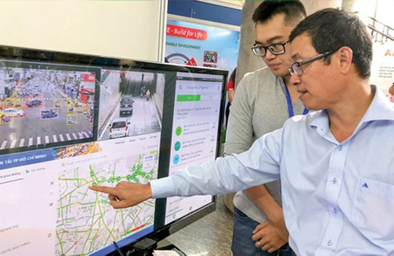A business is introducing its digital traffic map. (Photo: SGGP)