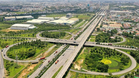 Transport infrastructure in the three districts of 2, 9, and Thu Duc will be purposely invested in the upcoming time. (Photo: SGGP)
