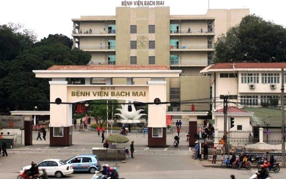 Ministry requests Bach Mai Hospital to decrease fees of medical services