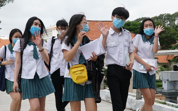 Students in HCMC are happy after the national high school exam (Photo: SGGP)