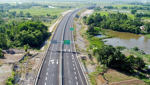 Land clearance in a section of North-South Expressway project (Photo: SGGP)