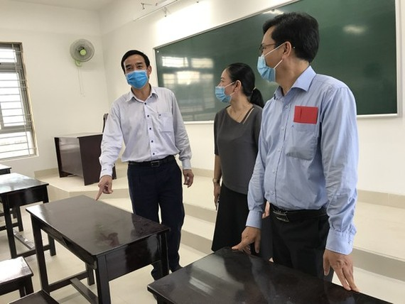 Inspectors visit Nguyen Van Thoai School to check preparation works for the new school year  (Photo: SGGP)